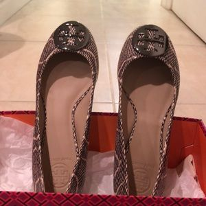 NWT Tory Burch leather flat size 7